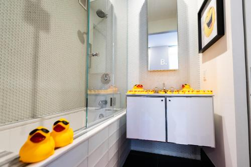 A bathroom at Resolution Suite: Find Your Funny