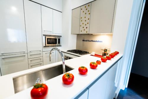 A kitchen or kitchenette at Resolution Suite: Find Your Funny