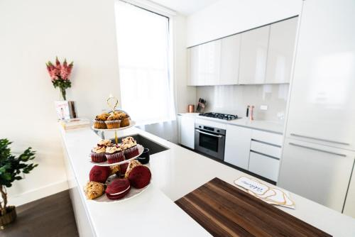 A kitchen or kitchenette at Resolution Suite: Be The Best Host