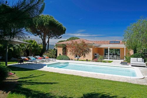 Het zwembad bij of vlak bij Domaine Villas Mandarine & Spa