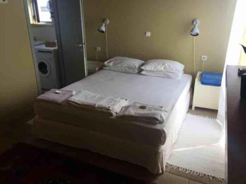 A bed or beds in a room at Lemon Tree Villas