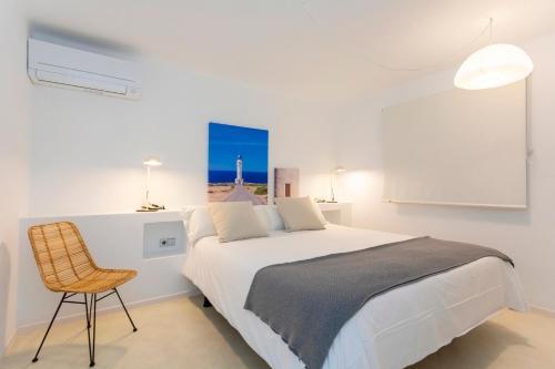 A bed or beds in a room at Apartamentos Roca Plana