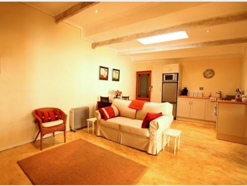 A seating area at Cabriere Cottage