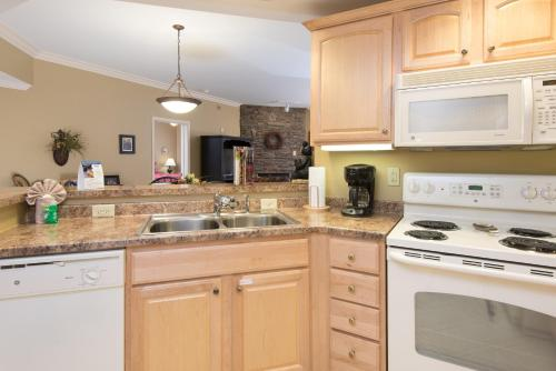 A kitchen or kitchenette at Baskins Creek Condos