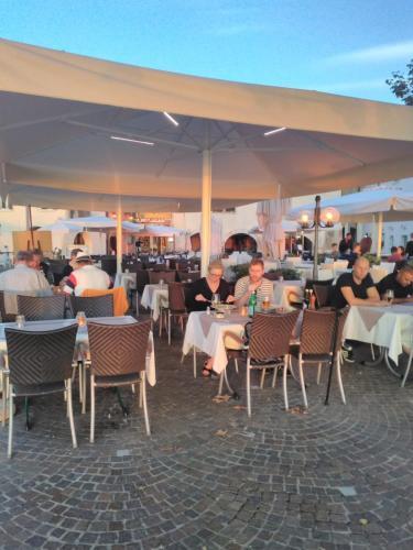 Een restaurant of ander eetgelegenheid bij Piccolo Hotel