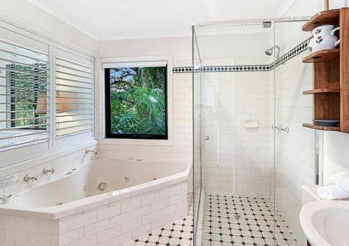 A bathroom at The Cottages On Mount Tamborine