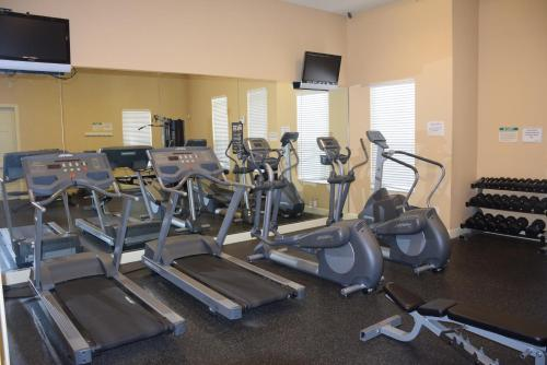 The fitness centre and/or fitness facilities at Tropical Dream - Townhouse 3 Bedrooms Near Disney