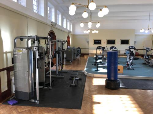The fitness center and/or fitness facilities at London Luxery Apartment
