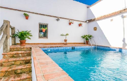 Piscina en o cerca de Beautiful home in Hornachuelos w/ Outdoor swimming pool, WiFi and 3 Bedrooms