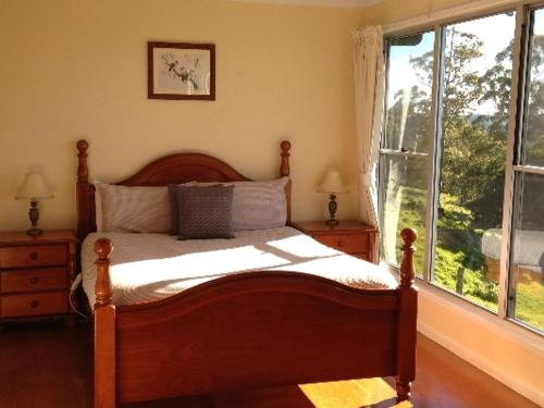 A bed or beds in a room at Spring Creek Mountain Cafe & Cottages