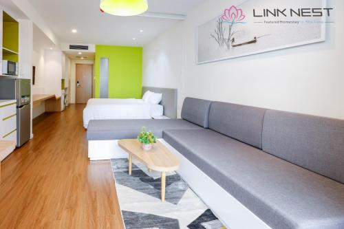 A seating area at LinkNest Seaview Apartment