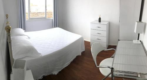 A bed or beds in a room at Praça Garibaldi · CIDADE BAIXA / BOM FIM / UFRGS / HOSP. CLÍNICAS