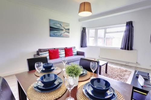 A seating area at Kingswood Apartment