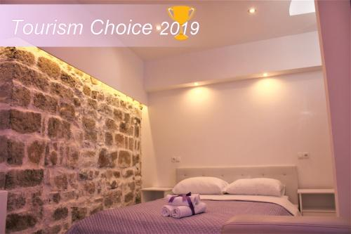 A bed or beds in a room at Medulić Palace Rooms & Apartments
