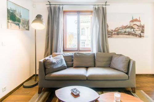 Ein Sitzbereich in der Unterkunft Modern Apartment in a Picturesque 15th-Century Building