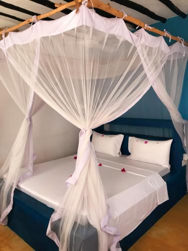 A bed or beds in a room at Morningstar Bungalows Zanzibar