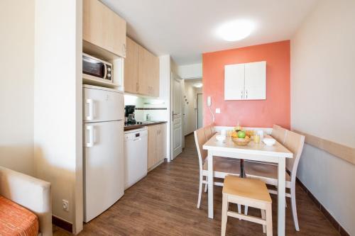 Cuisine ou kitchenette dans l'établissement Résidence Pierre & Vacances Cannes Villa Francia