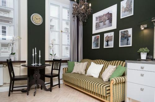 Svetainės erdvė apgyvendinimo įstaigoje AAA Stay Apartments Old Town Warsaw I
