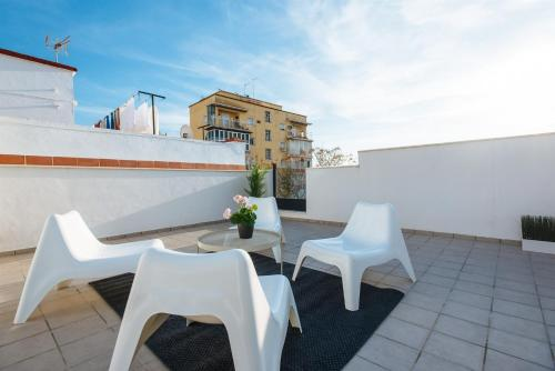 A balcony or terrace at Lovey Apartment in Triana with Solarium