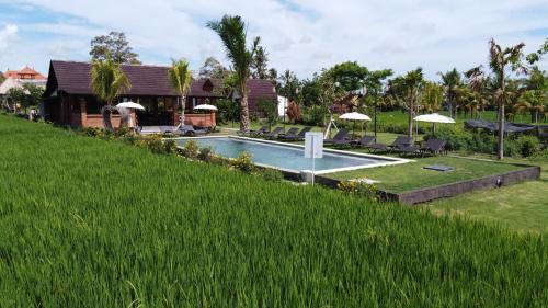 Piscina a Adil Villa & Resort o a prop
