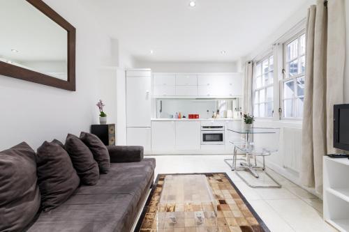 Küche/Küchenzeile in der Unterkunft Small house in Marylebone@London