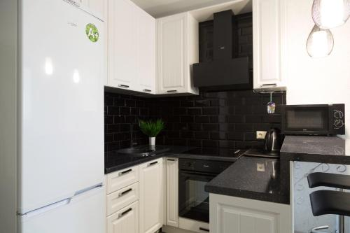 A kitchen or kitchenette at Объездная дорога д.1