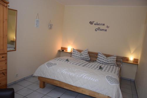 Ein Bett oder Betten in einem Zimmer der Unterkunft Haus Luzia