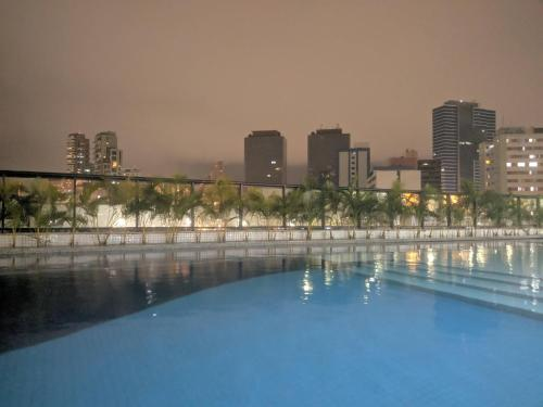 The swimming pool at or close to Apartamento Salvador Prime - 28 Andar