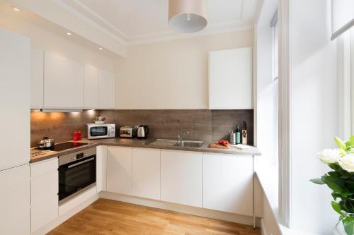 A kitchen or kitchenette at Hammersmith One