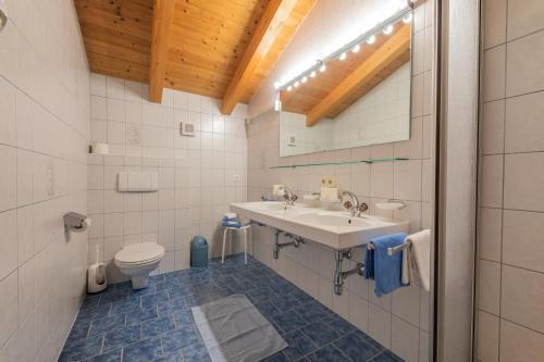 Ein Badezimmer in der Unterkunft Ferienheim Gabi
