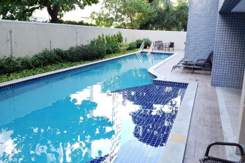 The swimming pool at or close to Suites em Boa Viagem