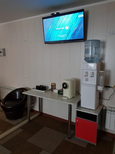A television and/or entertainment center at Гостевой дом Tourist