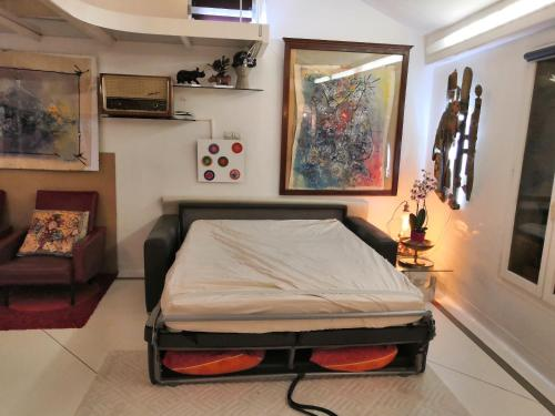 A bed or beds in a room at Loft Beaubourg - Marais