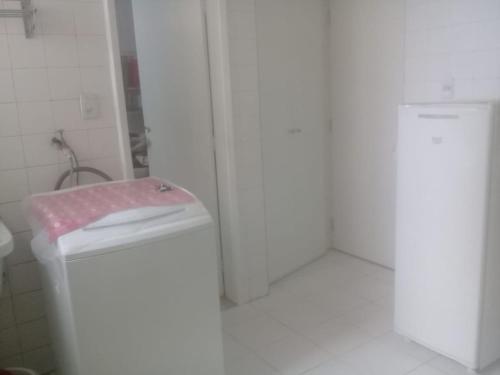 A bathroom at Apartamento 3 quartos Campo Grande Vista Mar