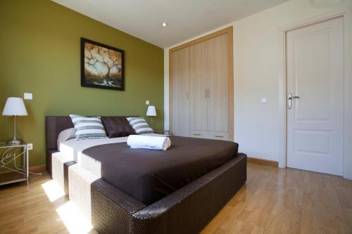 Ein Bett oder Betten in einem Zimmer der Unterkunft Apartamentos APR Alcalá