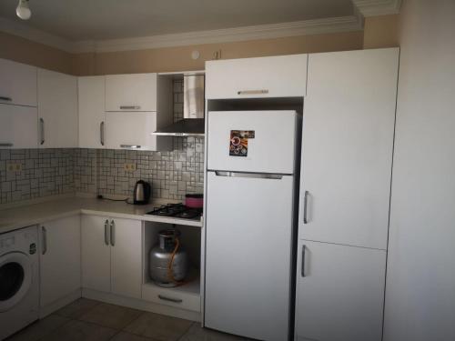 Virtuvė arba virtuvėlė apgyvendinimo įstaigoje YAFA Furnished Apartments Trabzon
