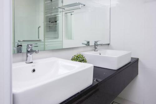A bathroom at Summertime Maritime Suites