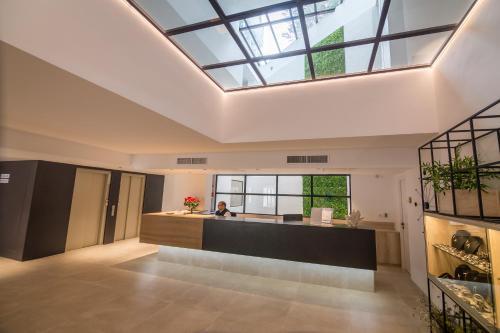 De lobby of receptie bij Aparthotel Novo Mar
