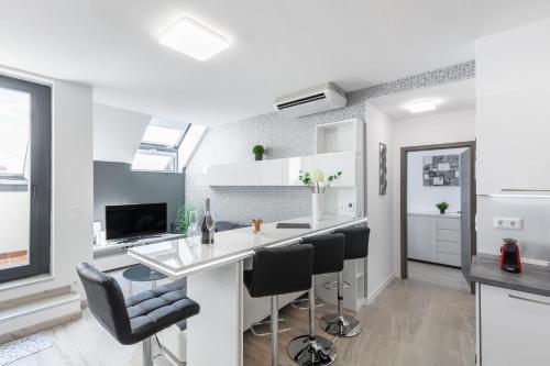 Küche/Küchenzeile in der Unterkunft Bp Favor Apartments in Centre