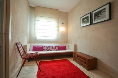 A seating area at Apartamentos Caravane