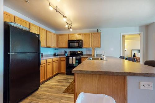 A kitchen or kitchenette at First Tracks at Wildhorse Condo