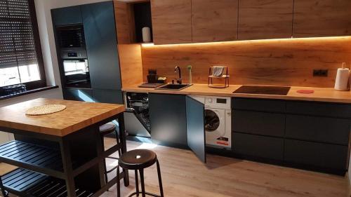 A kitchen or kitchenette at APARTAMENT OVOC