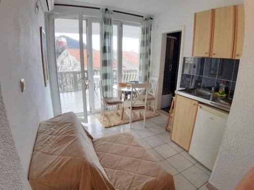 A seating area at Apartments Kuljaca
