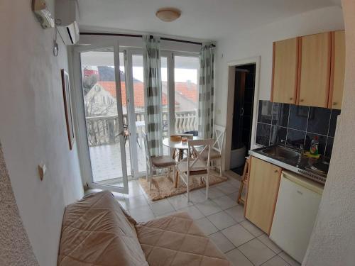 A kitchen or kitchenette at Apartments Kuljaca