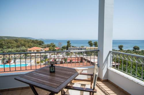 A balcony or terrace at Vathi Hotel
