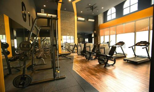 The fitness center and/or fitness facilities at Linda Apartment