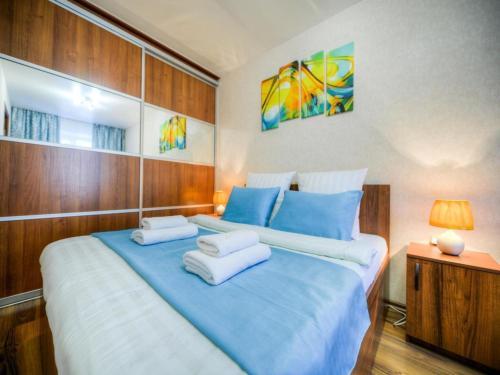 Кровать или кровати в номере Двухкомнатная квартирка на Большой морской