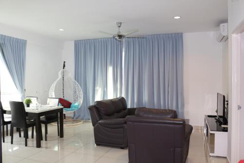 A seating area at Hejmo Suites at Georgetown Penang