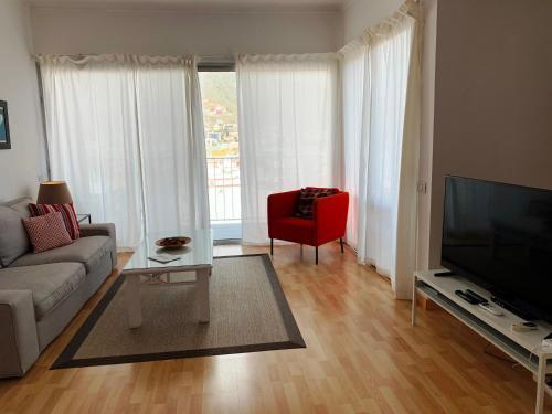 Una televisión o centro de entretenimiento en Apartamentos Bruja