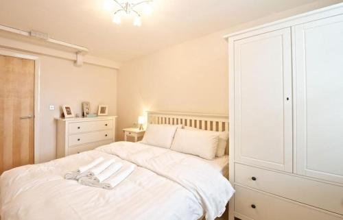 A bed or beds in a room at Dreamhouse Apartments Manchester City Centre